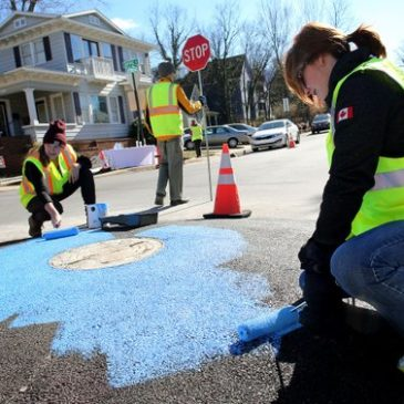 Fayetteville, AR Installs Pilot Mini-Roundabout as a Result of Street Plans' Workshop